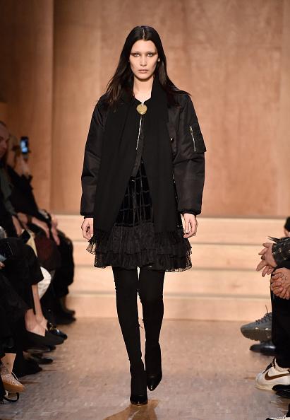 Brown Hair「Givenchy : Runway - Paris Fashion Week Womenswear Fall/Winter 2016/2017」:写真・画像(0)[壁紙.com]