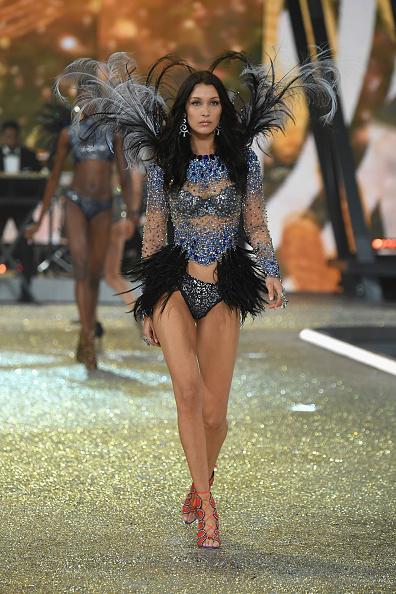 ヴィクトリアズ・シークレット・ファッションショー「2016 Victoria's Secret Fashion Show in Paris - Show」:写真・画像(11)[壁紙.com]