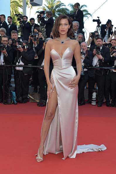 "Bella Hadid「""Ismael's Ghosts (Les Fantomes d'Ismael)"" & Opening Gala Red Carpet Arrivals - The 70th Annual Cannes Film Festival」:写真・画像(12)[壁紙.com]"