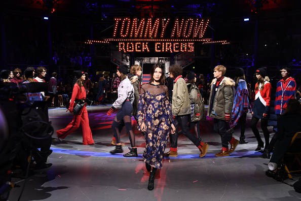 London Fashion Week「Tommy Hilfiger TOMMYNOW Fall 2017 - Runway」:写真・画像(0)[壁紙.com]