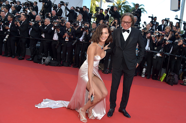 "Two People「""Ismael's Ghosts (Les Fantomes d'Ismael)"" & Opening Gala Red Carpet Arrivals - The 70th Annual Cannes Film Festival」:写真・画像(11)[壁紙.com]"