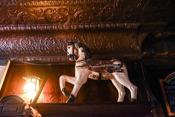 歴史「Protest Held At Iconic Greenwich Village Bar, The White Horse Tavern, Over Its Change Of Ownership」:写真・画像(8)[壁紙.com]