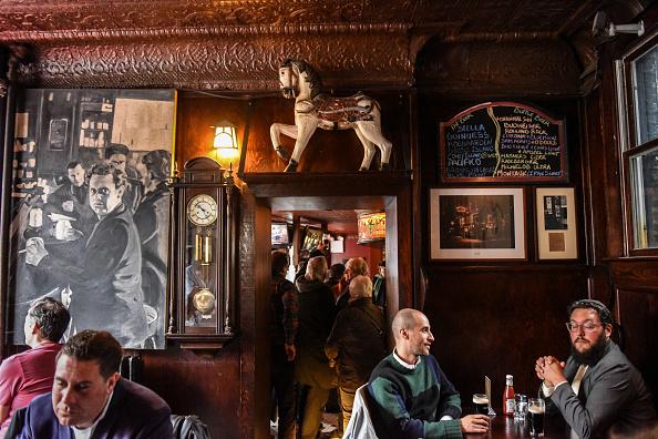 歴史「Protest Held At Iconic Greenwich Village Bar, The White Horse Tavern, Over Its Change Of Ownership」:写真・画像(9)[壁紙.com]