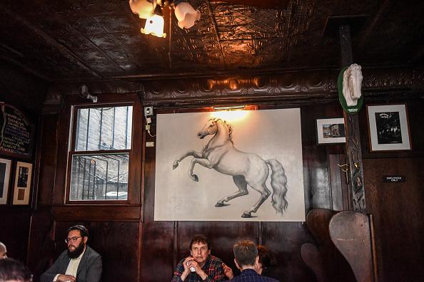 歴史「Protest Held At Iconic Greenwich Village Bar, The White Horse Tavern, Over Its Change Of Ownership」:写真・画像(2)[壁紙.com]