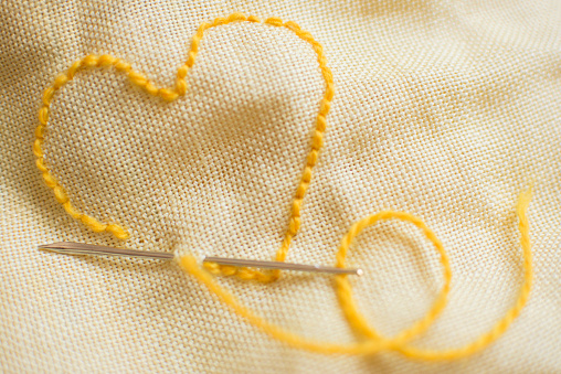 Sewing「Stitched yellow heart」:スマホ壁紙(16)