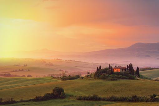 Autumn「Farm in Tuscany at dawn」:スマホ壁紙(17)