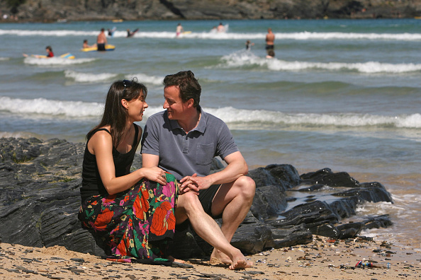 対面「David Cameron And Family Holiday In Cornwall」:写真・画像(3)[壁紙.com]