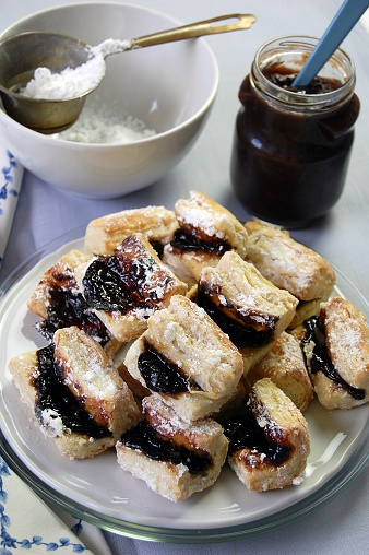 Plum「Hungary, HaÂ¡jas traditional hungarian dessert with puff pastry leaves and plum jam」:スマホ壁紙(9)
