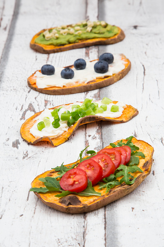 Arugula「Toasted sweet potato slices garnished with various toppings」:スマホ壁紙(16)