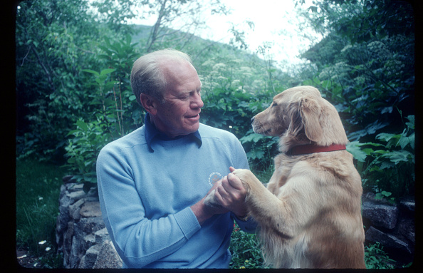 Sweater「President Gerald Ford Relaxes At Home」:写真・画像(9)[壁紙.com]