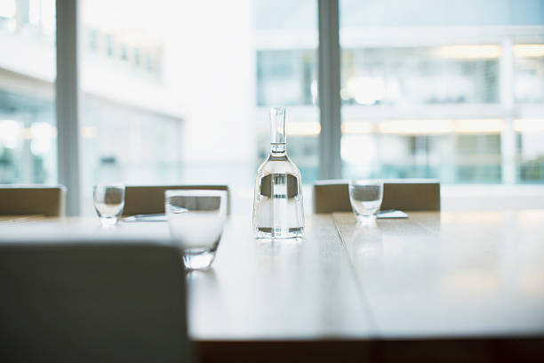 Carafe and glasses on empty modern conference room in office:スマホ壁紙(壁紙.com)