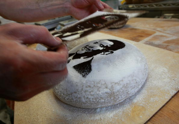Loaf of Bread「Bay Area Bakery Stencils McCain And Obama Faces Onto Bread」:写真・画像(15)[壁紙.com]
