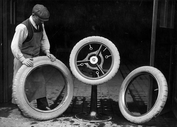 Mechanic「Spare Tyres」:写真・画像(18)[壁紙.com]