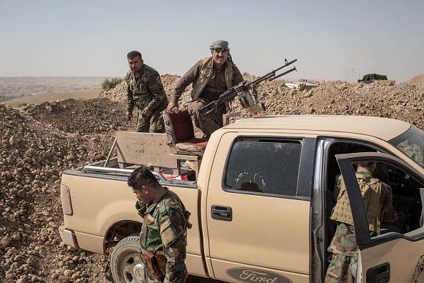 Chris McGrath「Kurdish Forces Fortify Frontline Positions In Standoff With Iraqi Forces」:写真・画像(11)[壁紙.com]