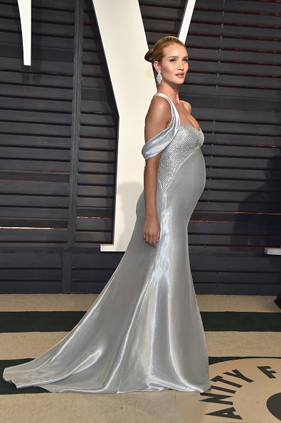 ロージー・ハンティントン・ホワイトリー「2017 Vanity Fair Oscar Party Hosted By Graydon Carter - Arrivals」:写真・画像(5)[壁紙.com]