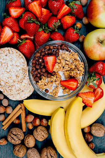 chestnut「Image of healthy food - strawberries, bananas and cereals」:スマホ壁紙(9)