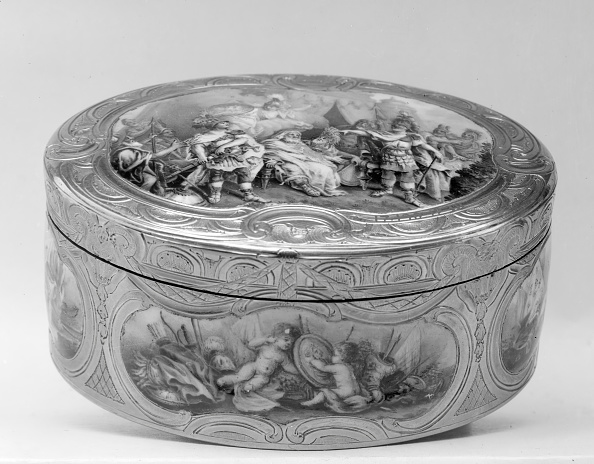 White Background「Snuffbox With Scenes From The Life Of Achilles」:写真・画像(16)[壁紙.com]