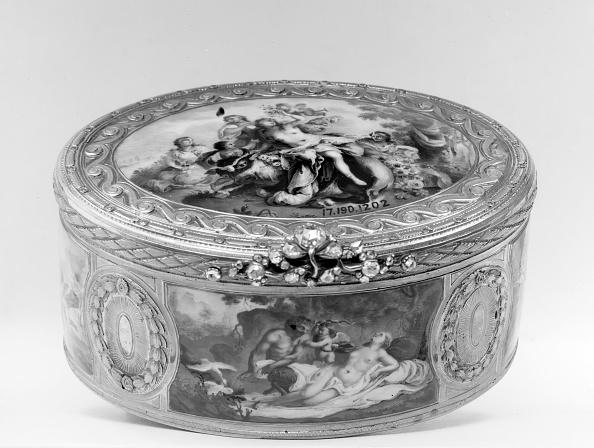 White Background「Snuffbox With Mythological Scenes」:写真・画像(17)[壁紙.com]