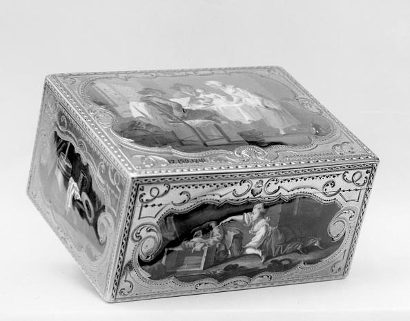 White Background「Snuffbox With Peasant Scenes」:写真・画像(15)[壁紙.com]