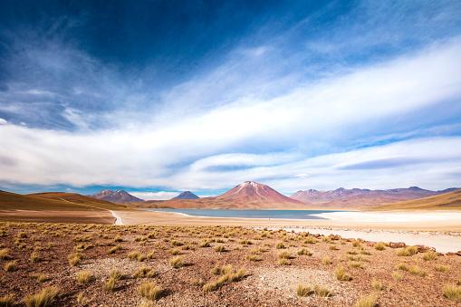 火山「Laguna Miscanti located in Atacama desert at 4,140m altitude, Chile, January 19, 2018」:スマホ壁紙(19)