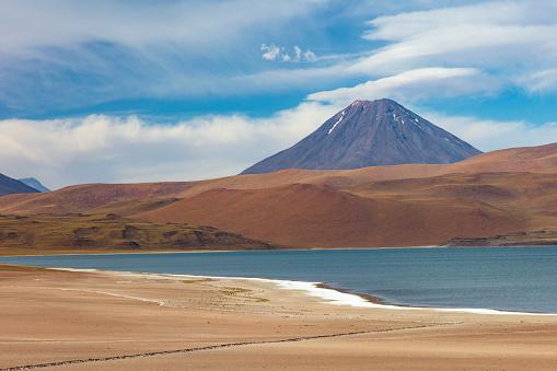 Volcanic Landscape「Laguna Miscanti located in Atacama desert at 4,140m altitude, Chile, January 19, 2018」:スマホ壁紙(15)