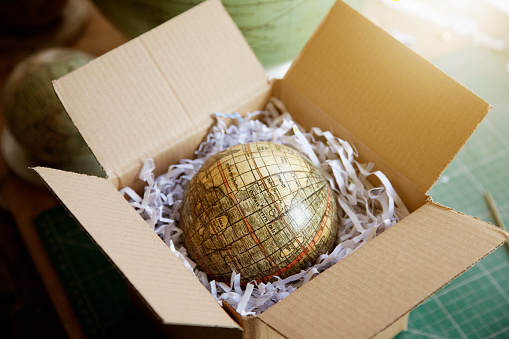 Protection「Finished globe in box ready to be sent off」:スマホ壁紙(10)