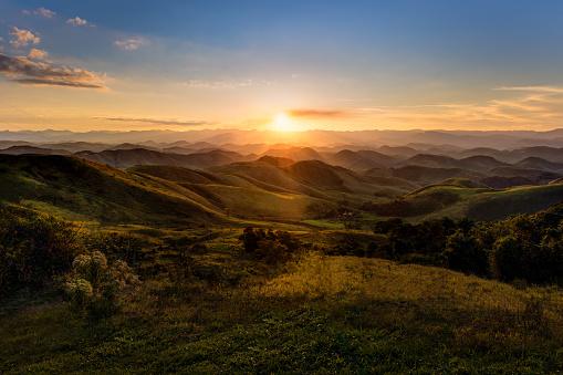 Mountain Range「Sunset in Serra da Beleza mountains, between Rio de Janeiro and Minas Gerais states」:スマホ壁紙(19)