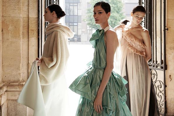 Fashion Model「Aelis : Backstage - Paris Fashion Week - Haute Couture Fall/Winter 2019/2020」:写真・画像(18)[壁紙.com]
