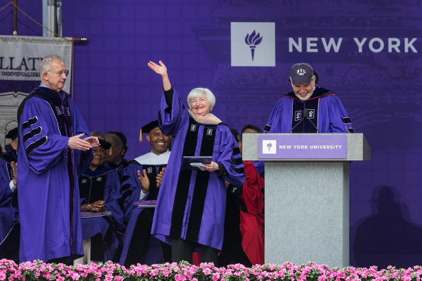 Andrew Burton「Fed Chair Janet Yellen Gives NYU Commencement Speech At Yankee Stadium」:写真・画像(9)[壁紙.com]