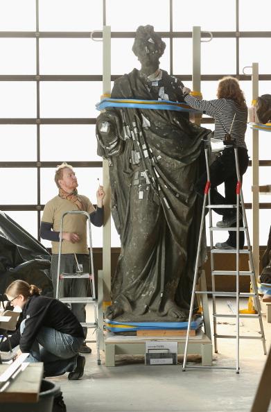 Facade「Artisans Prepare Elements Of New Berliner Schloss」:写真・画像(7)[壁紙.com]