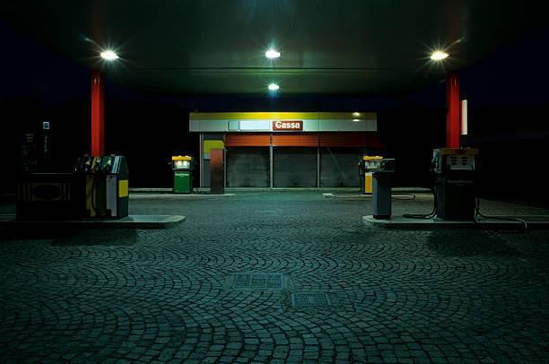 Empty Gas Station at Night:スマホ壁紙(壁紙.com)