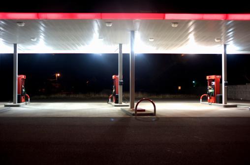 Self Service「Empty gas station at night, Washington Coast, USA」:スマホ壁紙(11)