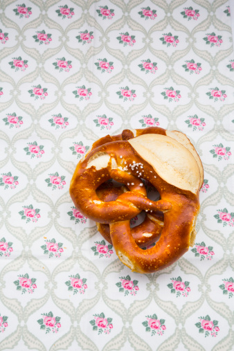 Floral Pattern「Two salted pretzels on table cloth with floral pattern」:スマホ壁紙(12)