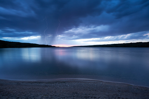 雷「バッファロー ポンド サスカチュワン カナダの嵐」:スマホ壁紙(4)