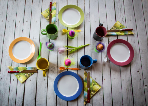 テーブルセッティング「Festive laid breakfast table with Easter eggs」:スマホ壁紙(17)