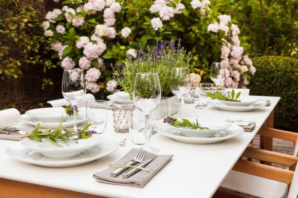 Festive laid table in the garden:スマホ壁紙(壁紙.com)