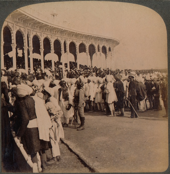 Amphitheater「Veterans of the Mutiny (1857) entering the Amphitheatre at the Durbar, Delhi, India, 1903」:写真・画像(8)[壁紙.com]