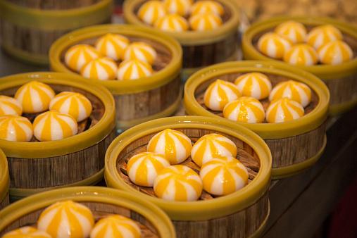 Dim Sum「Steamed buns in a street market in Beijing」:スマホ壁紙(7)