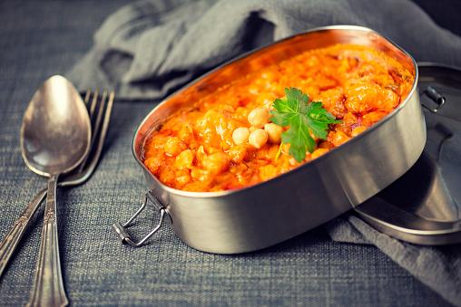 Masala「Vegan Chana Alu Masala in a Sustainable To-Go Lunch Box」:スマホ壁紙(15)