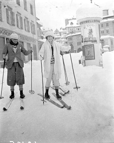 Tourist Resort「Skiing Couple」:写真・画像(12)[壁紙.com]