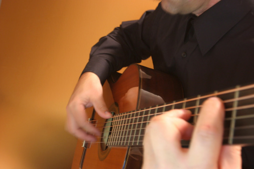Plucking An Instrument「Classical guitar player」:スマホ壁紙(8)