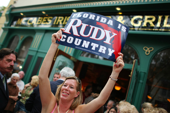 Naples - Florida「Giuliani Continues Flordia Campaigning」:写真・画像(7)[壁紙.com]