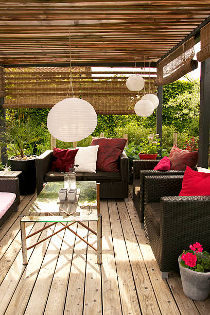 Patio with a pergola and modern outdoor furniture:スマホ壁紙(壁紙.com)