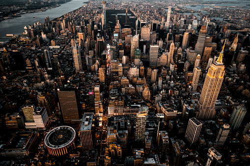 Hudson River Park「Majestic skyscrapers of New York City metropolitan area, captured from a helicopter flying above Midtown Manhattan」:スマホ壁紙(17)