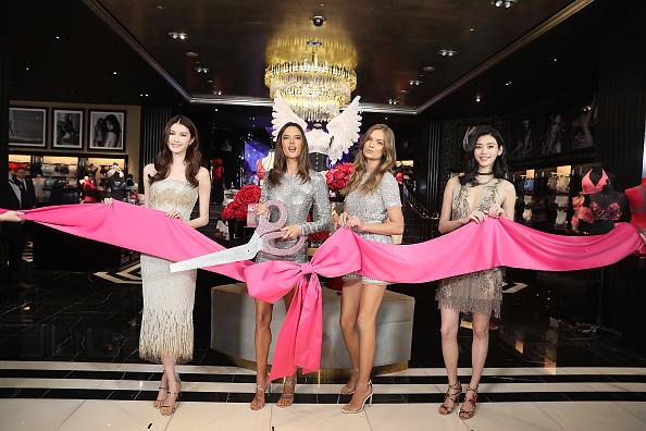 アレッサンドラ・アンブロジオ「Grand Opening Of Victoria's Secret Shanghai Flagship Store」:写真・画像(19)[壁紙.com]