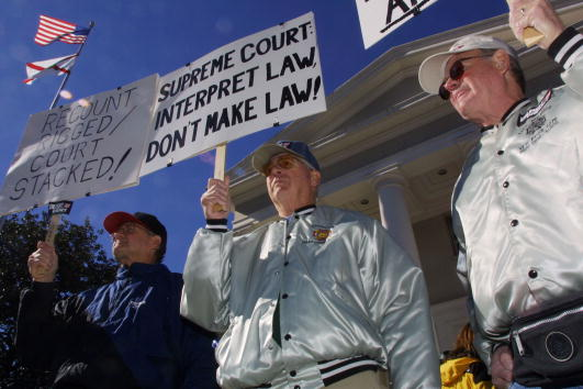 Tallahassee「Protests Outside Florida Supreme Court」:写真・画像(2)[壁紙.com]