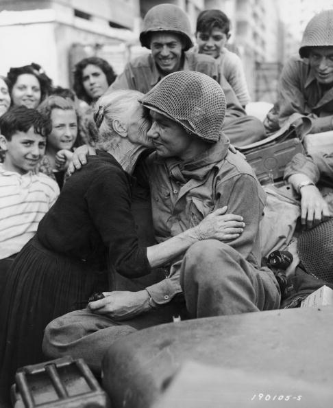Affectionate「Welcoming The Troops」:写真・画像(3)[壁紙.com]