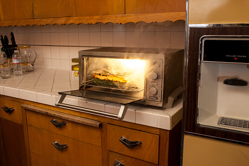 Misfortune「Old domestic kitchen with toaster oven on fire」:スマホ壁紙(5)