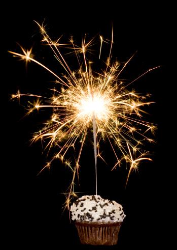 Sprinkles「Cupcake with sparkler on black」:スマホ壁紙(17)