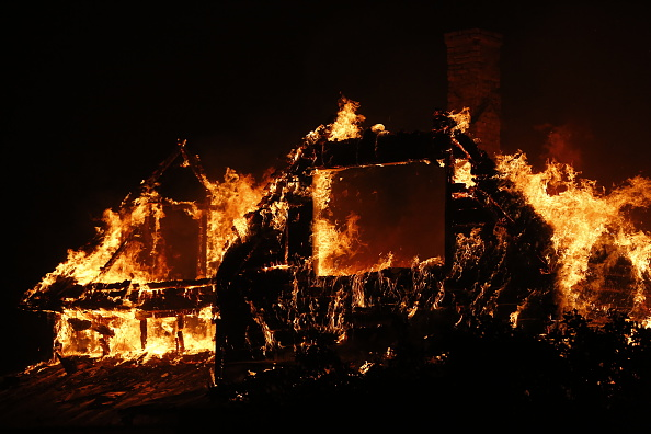 Stephen Lam「Fast-Moving Wildfire Brings Destruction To Lake County, CA」:写真・画像(11)[壁紙.com]